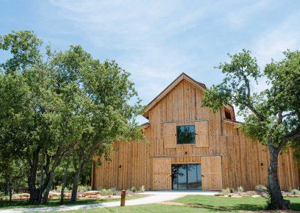 knox-event-center-texas-post-and-beam-wedding-venue